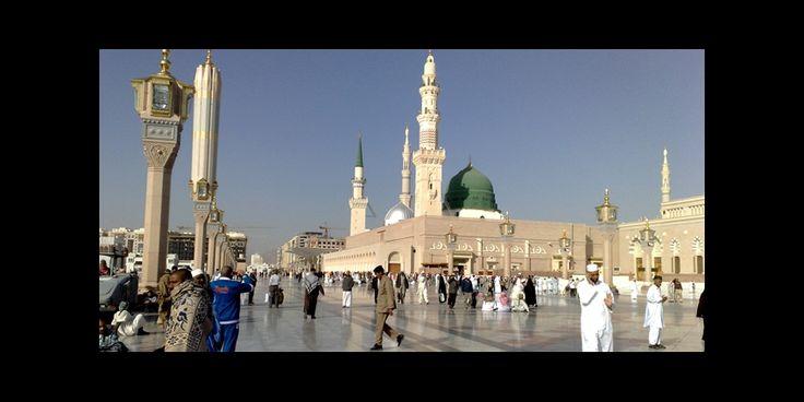 """Un hombre de nacionalidad extranjera, se rompió en el mausoleo del profeta Mohammed Ben Abdel-lah a Medina en Arabia Saudita diciendo que es """"el mensajero de Dios."""" Las autoridades saudíes han detenido. Este incidente marca el largo fieles que estaban presentes el martes 14 de enero al profeta Mahoma en Medina mausoleo. Un hombre irrumpió gritando que fue """"enviado por Dios"""", se relacionan los sitios de prensa el miércoles. Anhaa página web, citando a un portavoz de la policía, el hombre era…"""