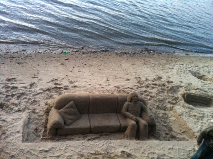 on the River Thames, Southbank beach ~ a brilliant artist working with sand :)