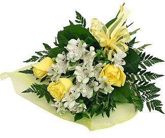 Букет Нимфа Лёгкий и грациозный букет из нежной белой альстромерии, среди которой светятся ярко-жёлтые розы в окружении изысканной зелени, достойный подарок для мечтательниц и романтиков. Цвет солнца поднимает настроение, пушистые ветки альстромерии окутывают и очаровывают, а в тени переплетение зелени скрывается тайна.