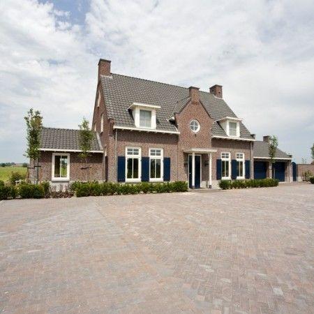 Diese Neubauvilla in Soest hat ein besonderes modernes Aussehen und …