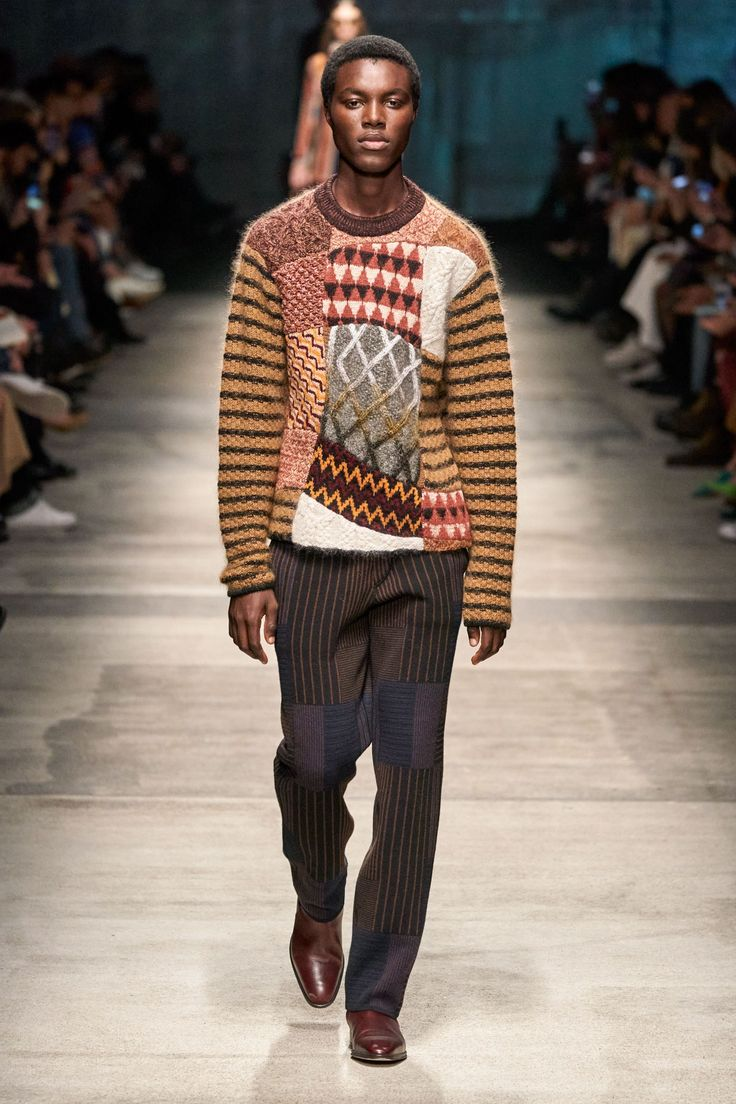 Missoni Fall 2020 Ready-to-Wear collection, runway looks, beauty, models, and reviews.