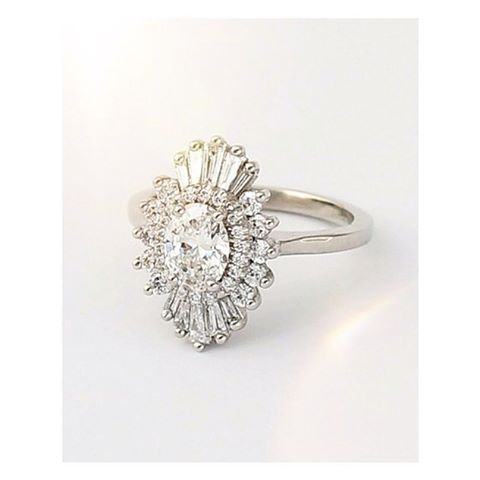 Good morning with this gorgeous engagement ring by @heidigibsondesigns  #nwweddingrings