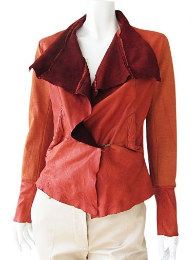 Rust red leather and cotton jacket, wide lapels in tips in contrasting color, looped-fastening, diagonal pockets insert on the tissue, slim and pointed fit EUR 251.00