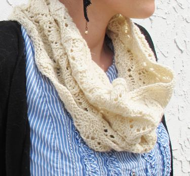 Knit Lace Cowl Pattern : 17 Best images about Knitting patterns for Handspun yarn on Pinterest Cowl ...