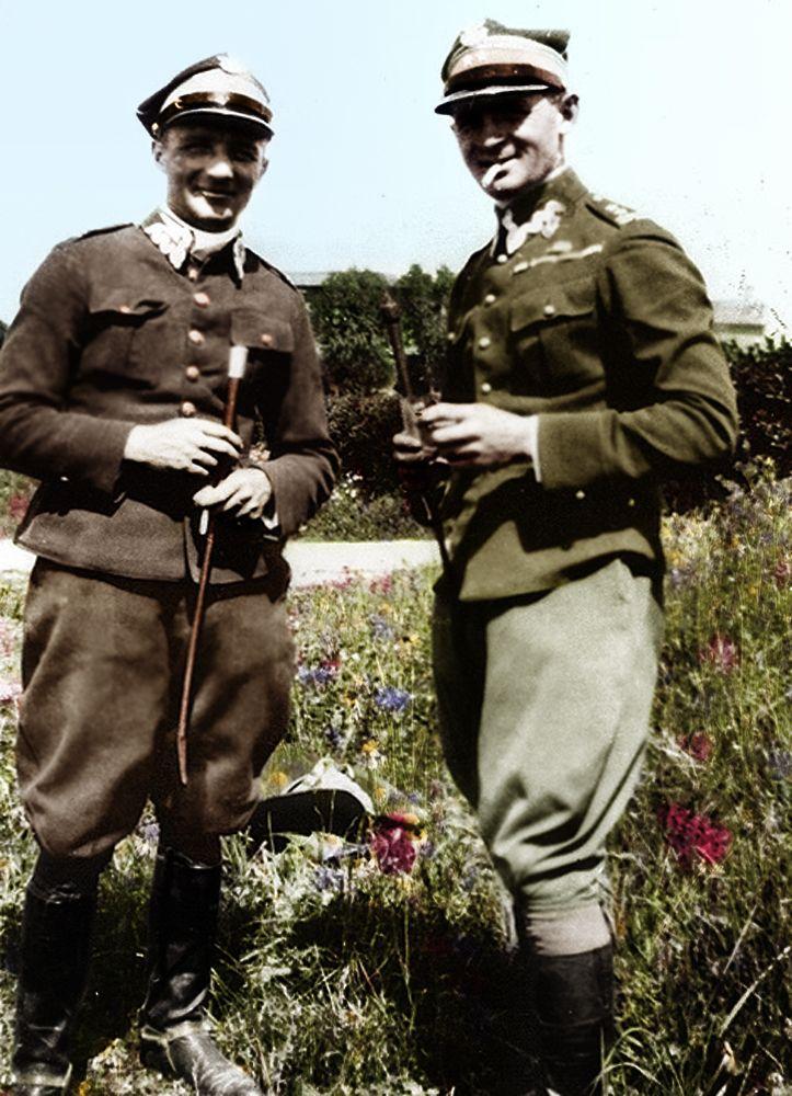"""Konkursy hippiczne w Nicei (1928). Zdjęcie zostało wykonane w kwietniu 1928 r. w czasie międzynarodowych zawodów konnych w Nicei. Na zdjęciu mjr Henryk Dobrzański """"Hubal"""" (z lewej) i ppłk Karol Rómmel."""
