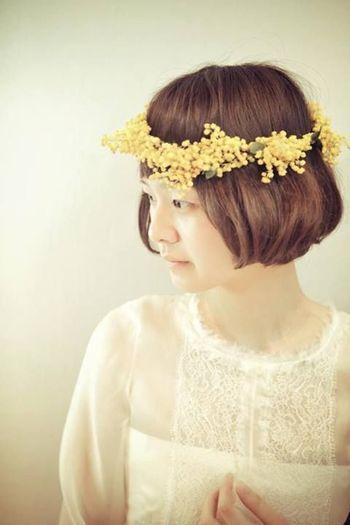 こちらの花嫁さんは、前の晩にヘアカットをすませたそうです。 整えられたボブヘアをアイロンでふっくらとさせています。