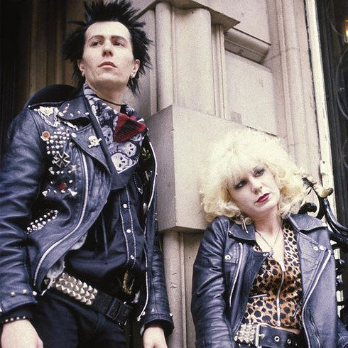 Gary Oldman and Chloe Webb as Sid Vicious and Nancy Spungen in Sid and Nancy | 23 Incredible Photos Of Actors Vs. The Historical Figures They Played