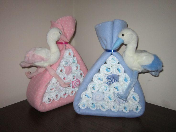 Ahora que empiezan los nacimientos que mejor regalo (y práctico) que un montón de pañales!!!   Lorena crea auténticas maravillas con ellos  ...