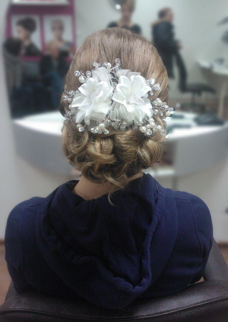 Bun with hair jewelry for prom. Hairdo by Emmi/parturi-kampaamo Salon Maria Seinäjoki