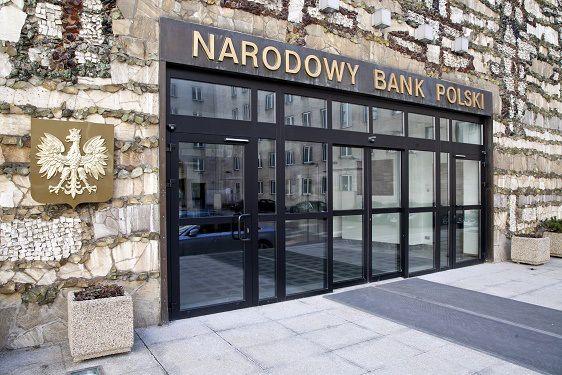 Marek Belka szef NBP, były premier z ramienia SLD, można powiedzieć, rozdaje publiczne pieniądze zatrudniając swojego kolegę Wojciecha Olejniczaka na pół etatu za, bagatela, ponad 10 tyś zł. Piękne rozdawnictwo.
