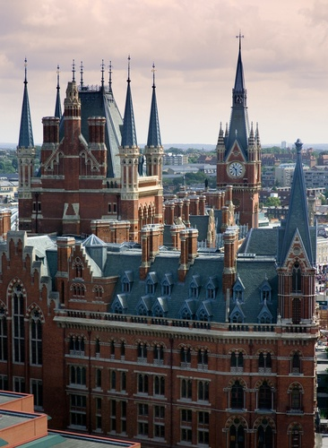 Worth a stop while in London.Spaces, Favorite Places, Paddington Stations, Pancras Stations, Beautiful Places, Places I D, London Oct, Amazing Places, St Pancras