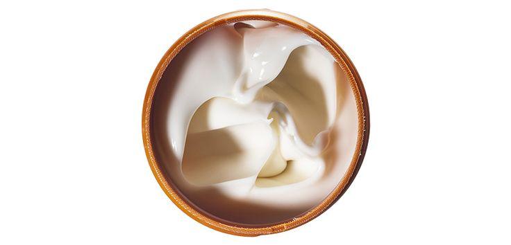 СЕКУЩИЕСЯ КОНЧИКИ - Одной из причин секущихся кончиков является старение волос. В ухаживающих средствах ищите компоненты, которые добавляют в антивозрастные кремы. Например, пантенол, кофеин и витамин B3 укрепят пряди.