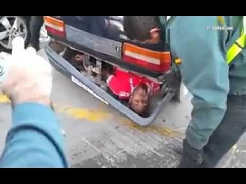 Emigrant bol schovaný v nárazníku!