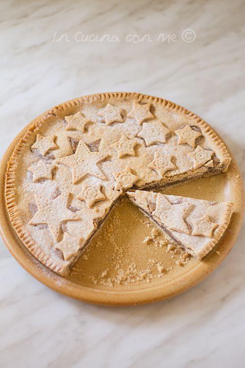 Crostata con crema di castagne, un goloso dolce da colazione, merenda o anche l'ideale come idea regalo.