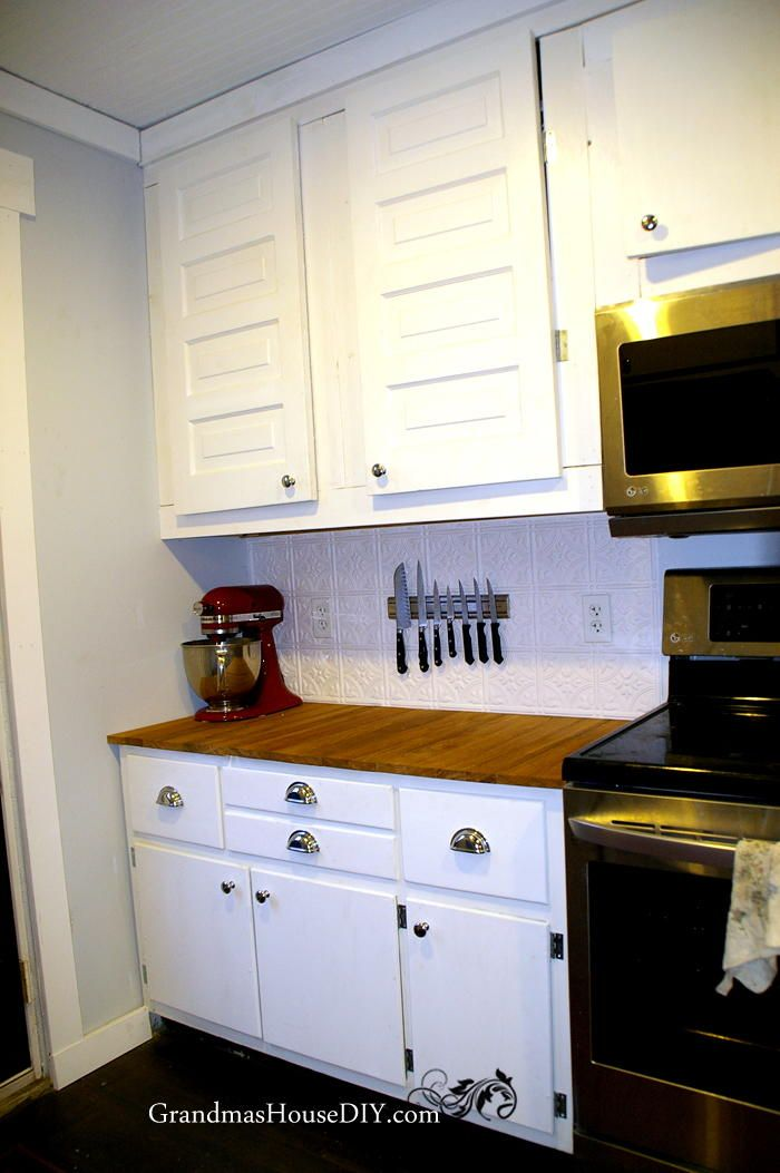 DIY Kitchen Cabinets | Give your kitchen the renovation it needs by making your own kitchen cabinets; just follow this tutorial!