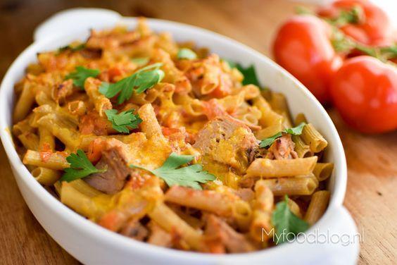 Op zoek naar een lekker en makkelijk recept voor pasta uit de oven? Probeer dit recept voor pasta met tonijn en tomaat uit de oven!