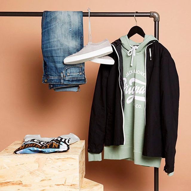Spring calls for warmer colours - dare to stand out! Pastel green hoodie, blue denim jeans, a simple tee and grey suede sneaks | JACK & JONES