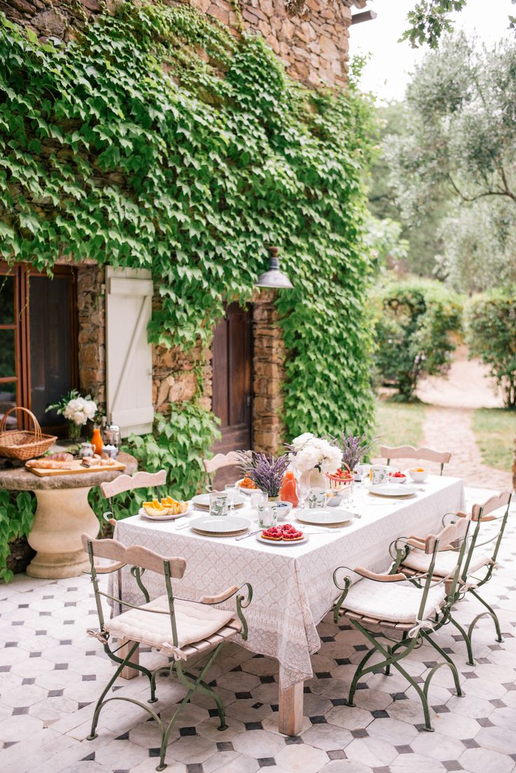 French backyard gardens - Gal Meets Glam Contributor Series Market Breakfast Table In France
