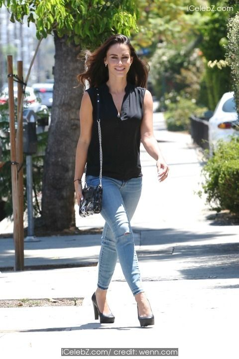 Jessica Lowndes Out running errands in West Hollywood http://icelebz.com/events/jessica_lowndes_out_running_errands_in_west_hollywood/photo2.html