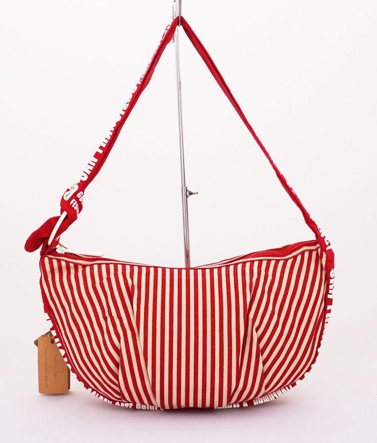 Edda fashion bag, casual trendy. Tali bisa dipanjang pendekkan. Motif blaster. Warna merah. Uk 39x26