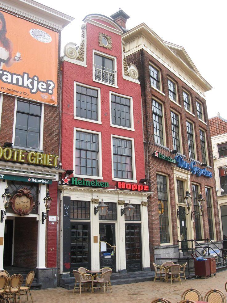 Rood pand met halsgevel, Grote Markt, Groningen.