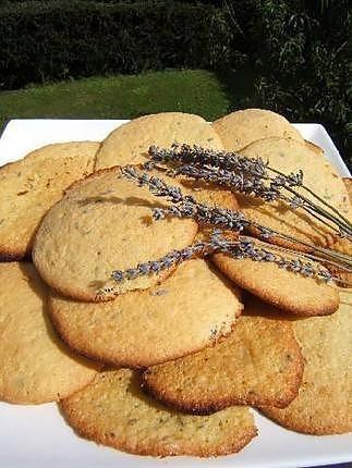La meilleure recette de Biscuits aux fleurs de lavande! L'essayer, c'est l'adopter! 4.8/5 (6 votes), 5 Commentaires. Ingrédients: Biscuits aux fleurs de lavande , Il faut :, 1 càc de fleurs de lavande , 100 g de farine , 50 g de beurre , 80 g de sucre , 2 oeufs eniers , 1/2 càc de vanille liquide , 1 sachet de levure ,,