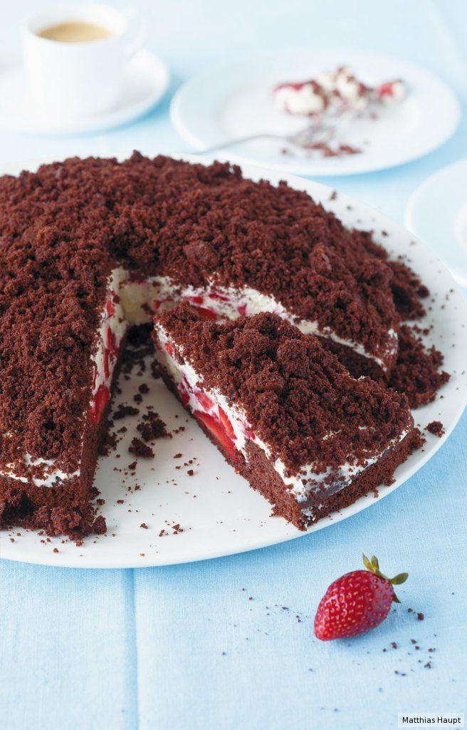 Was gibt es Schöneres als Schoko-Kuchen mit viel Erdbeersahne? Nichts! #Rezept