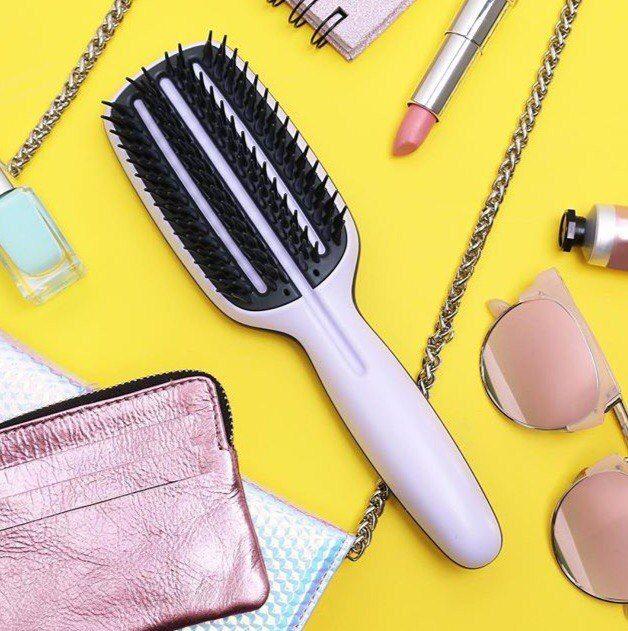 Выпрямление и укладка волос без вреда для них? Это возможно благодаря Tangle Teezer Blow-Styling Smoothing Tool.