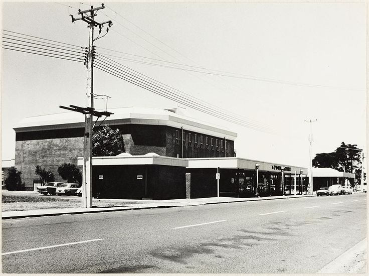 1973. Te Atatu North Community Centre (left) 'Food Centre' grocery in front. Post Office (right) opened 10 Nov 1971, a single storey 350 sq. m. brick building. NZ Post later sold the building but still used it as a NZ Post receiving depot for bulk mails. Postal services were a PostShop at 550 Te Atatu Rd in 2011.
