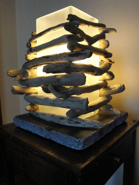 Driftwood lamp by LATOMAREDESIGN on Etsy para mi estudio