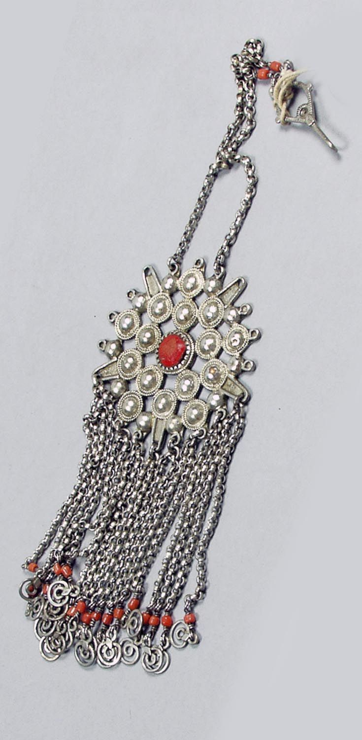 Algeria - Aures Mountains | Star shaped pendant on chain with hook; silver and coral from the Chaouia Berber women.  ca. 1900.  | ©Pitt River Museum.