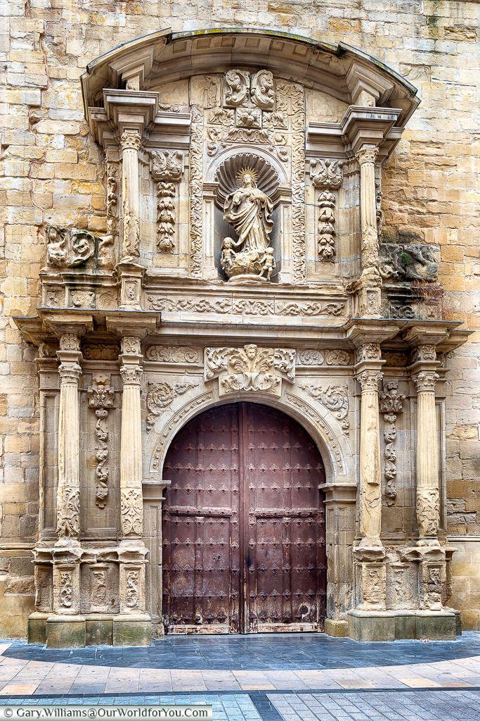 Entrance to Church-Cathedral of Santa María de la Redonda, Logroño, Spain. To learn more about #Bilbao   #Rioja, click here: http://www.greatwinecapitals.com/capitals/bilbao-rioja