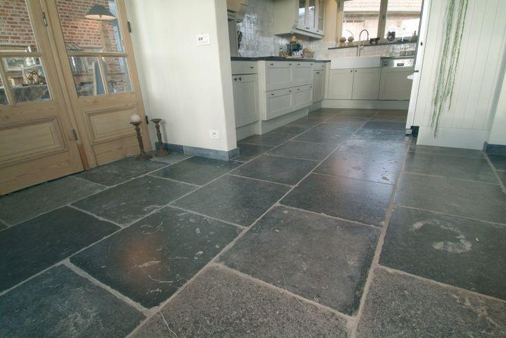 Stenen vloeren - Antiekbouw-dallen in belgisch blauw arduin, binnen en buiten