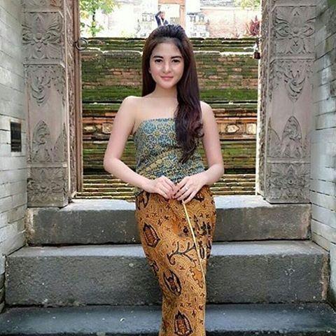 Putri So cantik 😂😂😂 #love #instagood #me #cute #follow #followme #photooftheday #manado #gadis #beautiful #wanita #girl #instamood #style #family #gadis #pretty #repost #webstagram #jakarta  #art #tweegram #lukisan  #indah #cinta #cantik #lucu #spg #denpasar