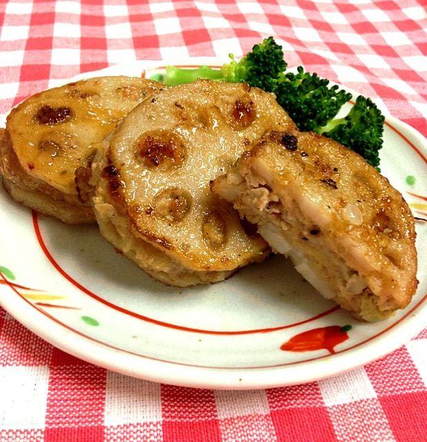 もう一品!はさみバーグはわりと作ってきたなぁ٩꒰*´◒`*꒱۶ෆ͙⃛ 野菜と一緒に食べられるのがいいよね( •ॢ◡-ॢ)-♡ - 12件のもぐもぐ - 晩ご飯♡れんこんはさみバーグ by kumico728