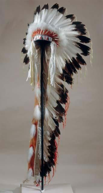 Arapaho war bonnet. Wind River Reservation.