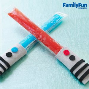 May the 4th Be With You! Create fun Star Wars inspired saber popsicles. This easy craft will be fun and tasty. #recipe #craft #StarWars @July4th