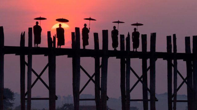 Webshots - Monks on the U Bein Bridge, Amarapura, Myanmar