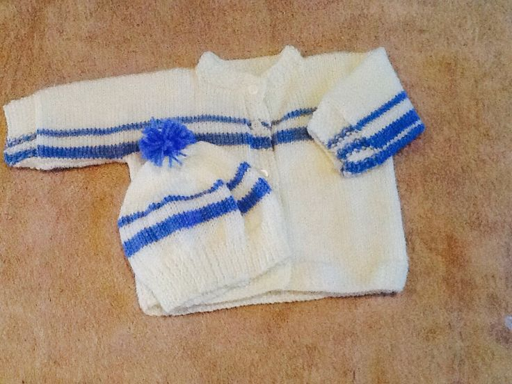 Baby boys white and blue matching set. Pom Pom on hat. Size0-6 months.