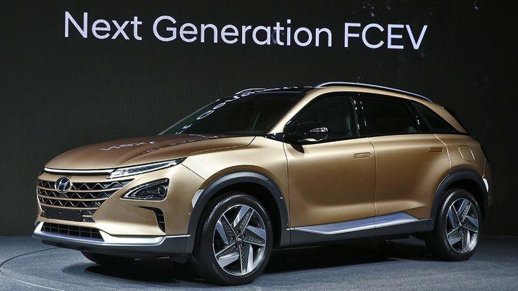 Hyundai und Toyota sind die einzigen Hersteller, die Autos mit #Brennstoffzelle in Großserie bauen. Der neue Hyundai Nexo ist die neueste Generation dieser Technologie, war jünst auf der CES in Las Vegas zu sehen und ist ab Sommer zu haben.  https://autorevue.at/autowelt/hyundai-nexo-brennstoffzelle