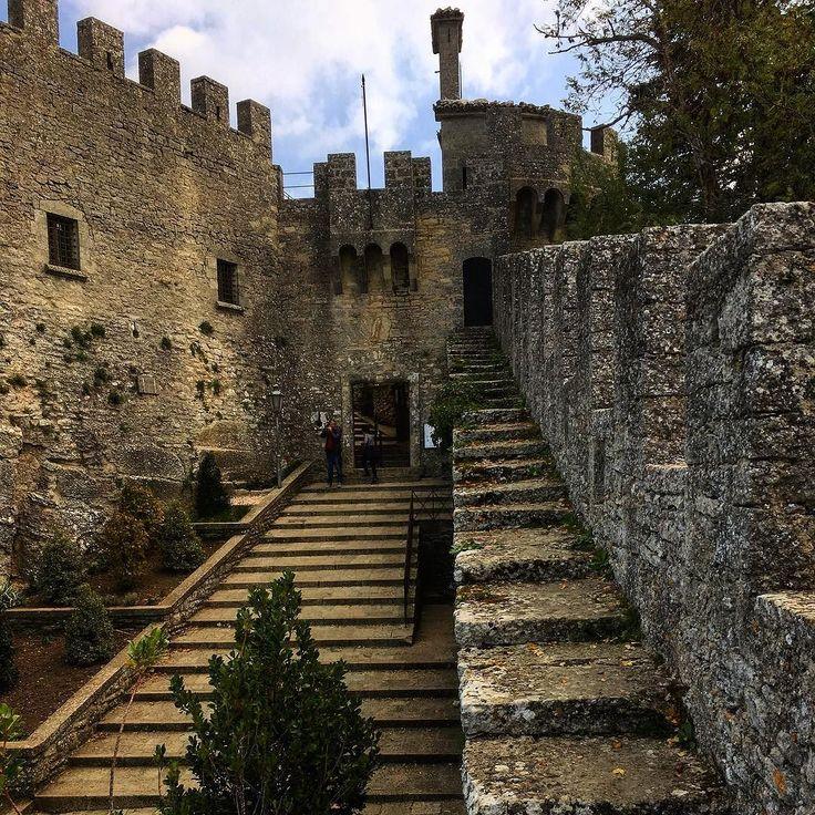 Ochoz uvnitř... #castle #old #city