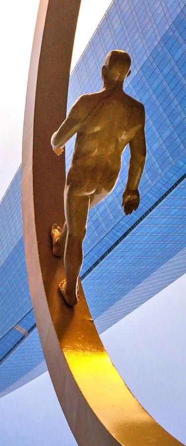 Sculpture by Osvaldo Peña