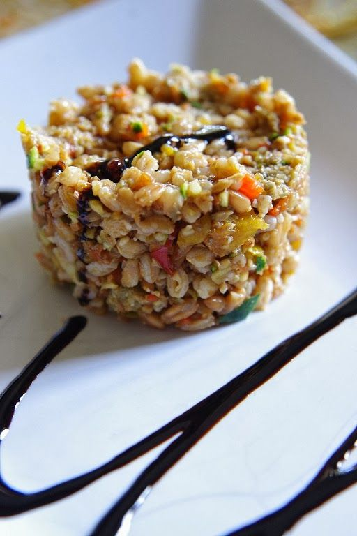 Spelt salad with olive pesto and balsamic vinegar
