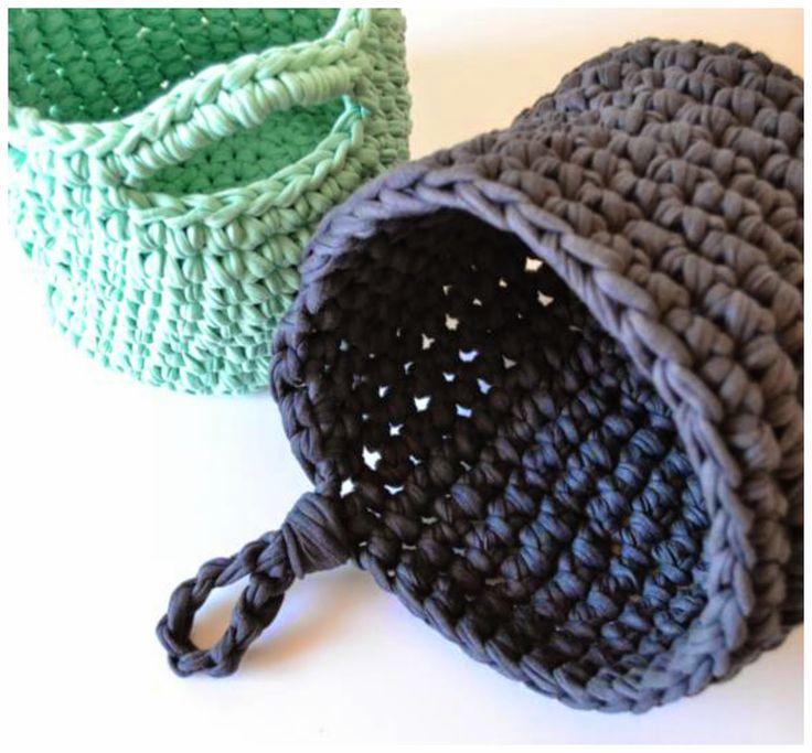 baskets with t-shirt yarn, by myworldofwool.com
