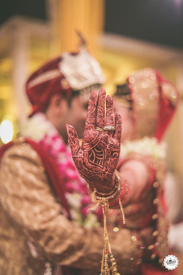 Amazing click byThe Videowala, Delhi  #weddingnet #wedding #india #delhi #indian #indianwedding#weddingdresses #mehendi #ceremony #realwedding#lehenga #lehengacholi #choli #lehengawedding#lehengasaree #saree #bridalsaree #weddingsaree#photoshoot #photoset #photographer #photography#inspiration #planner #organisation #details #sweet #cute#gorgeous #fabulous #henna #mehndi