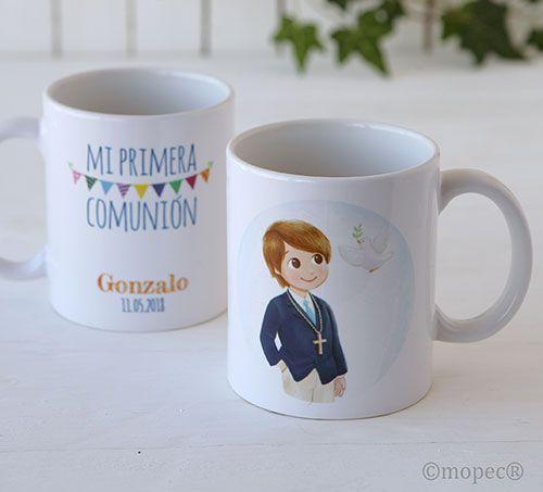 Regalos para invitados Comunión. Taza mug personalizada, nombre y fecha evento. Se presenta en caja regalo. Por una cara imagen de una niño de Comunión, por la otra cara texto a imprimir. Medida: 9,5 x 8,2 cm. diámetro