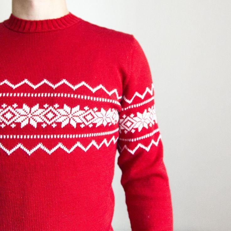 Екатерина заказала у нас на подарок настоящий family-look из 6 свитеров Мужские свитера - красные, женские - белые.  #frautag_familyknitting #вязаниеназаказ #familylook #sweater #свитер #вязаныйсвитер #свитерназаказ #handmade #ручнаяработа #knitting #вязание