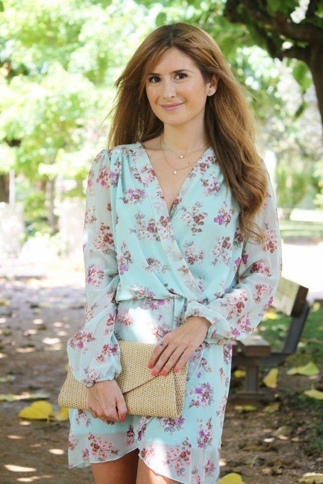 Trendy Look. Look con vestido aguamarina de flores. A trendy life. #trendy #flowereddress #flowers #details  #zara #tous #amichi #love #outfit #fashionblogger #atrendylife www.atrendylifestyle.com