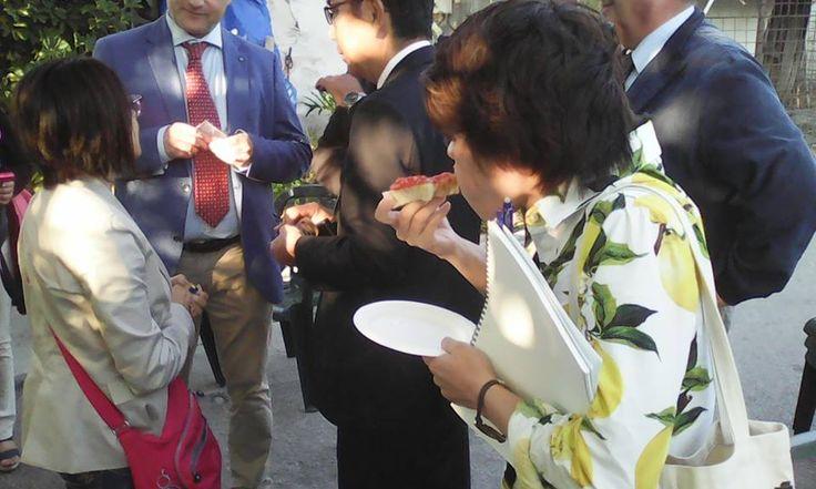Il confronto aiuta a crescere.  Dalla lontana città di Onomichi, Giappone, una delegazione di imprenditori agricoli guidati dal Sindaco Yuko Hiratani visita la nostra azienda, di Campagna Amica, per condividere le antiche tradizioni agricole che rappresentano un'opportunità di sviluppo ecosostenibile dei territori. Ad accoglierli il Senatore Dott. Enzo Cuomo, , il Commissario Prefettizio di Portici Dott. Roberto Esposito e il Comandante dei Vigili Urbani Col. Dott. Gennaro Sallusto.