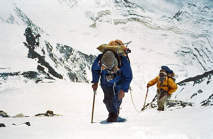 scalatori sul monte everest